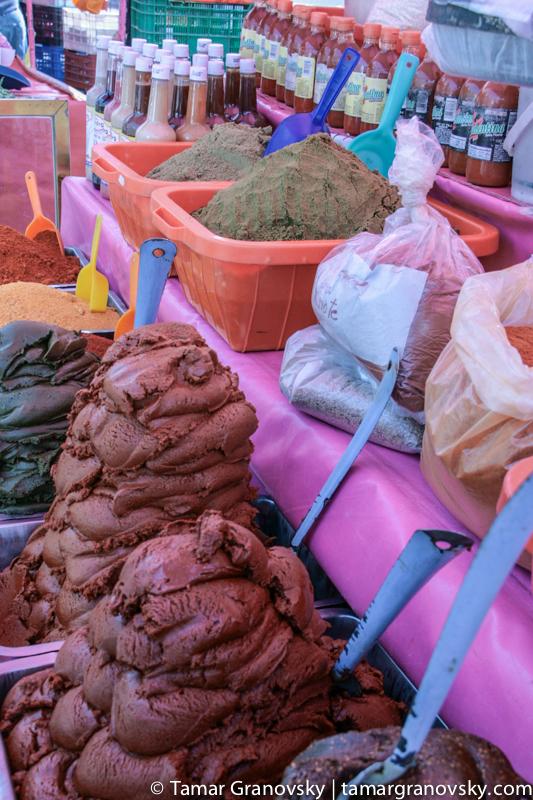 Chapingo Market, mole