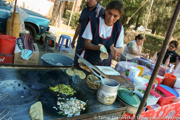 Chapingo Market, making stuffed tortillas