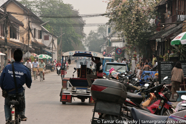 Hazy Sisavangvong Rd. - the main drag