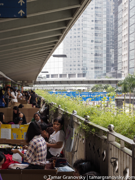 Sunday at Central (Filipino gather with friends to spend the day together), Hong Kong
