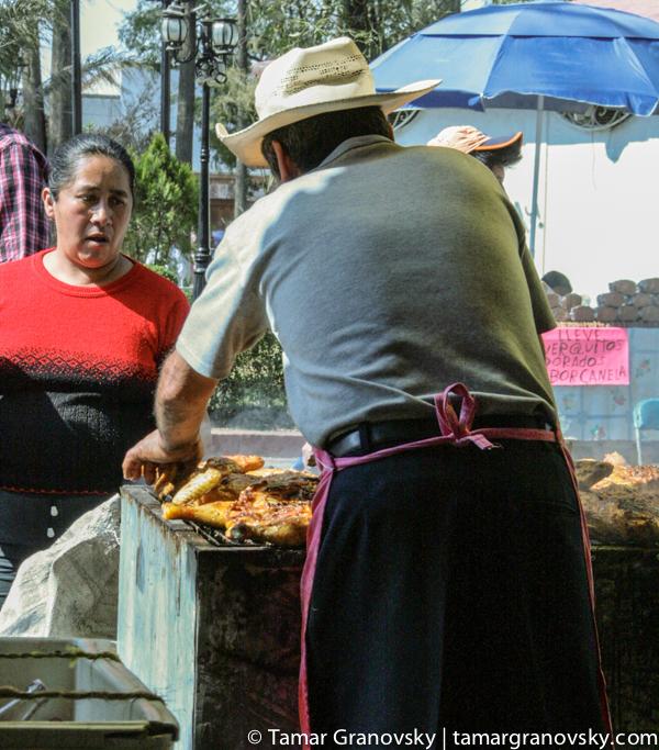Tepetlaoxtoc de Hidalgo - lunchtime grilled chicken