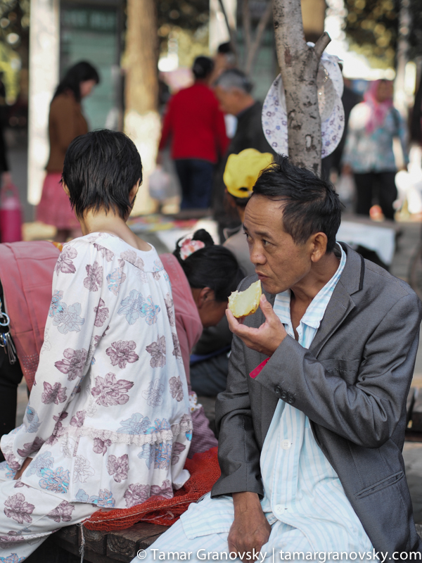 Man Eating on the Street, Kunming