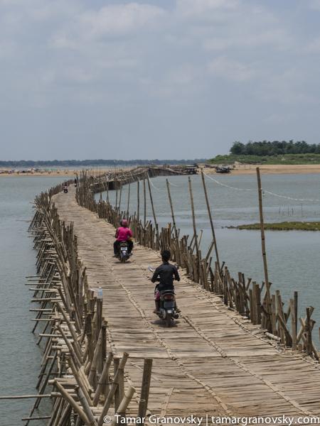 Kampong Cham, Bamboo Bridge to Koh Paen Island
